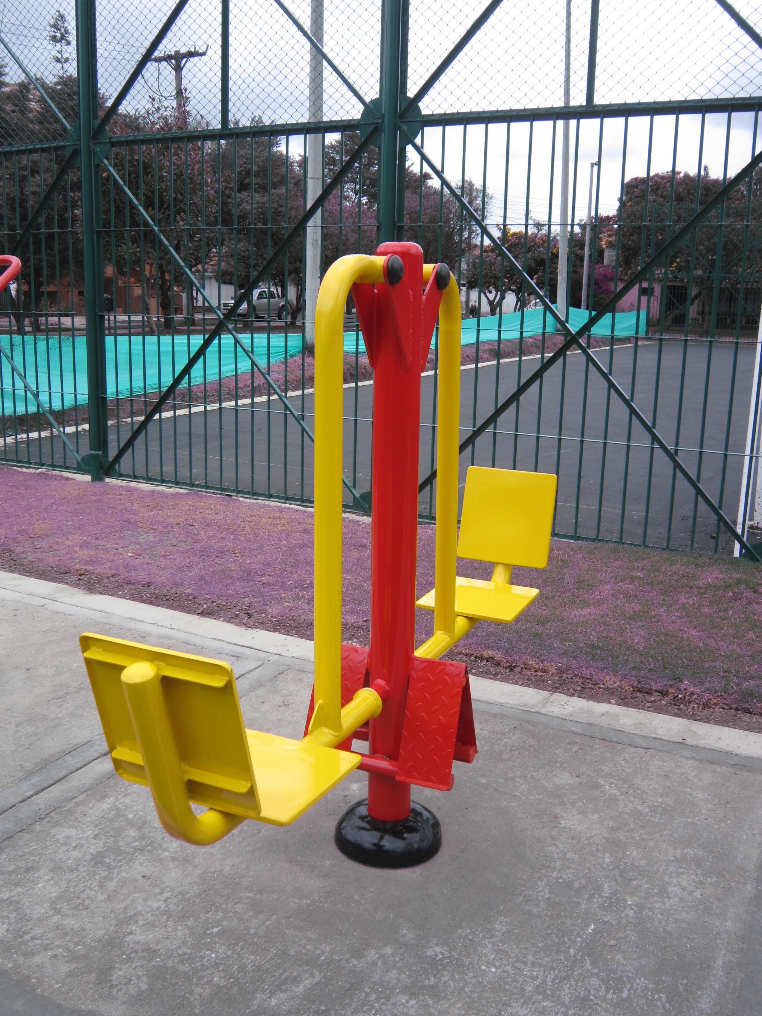 columpio gimnasio urbano
